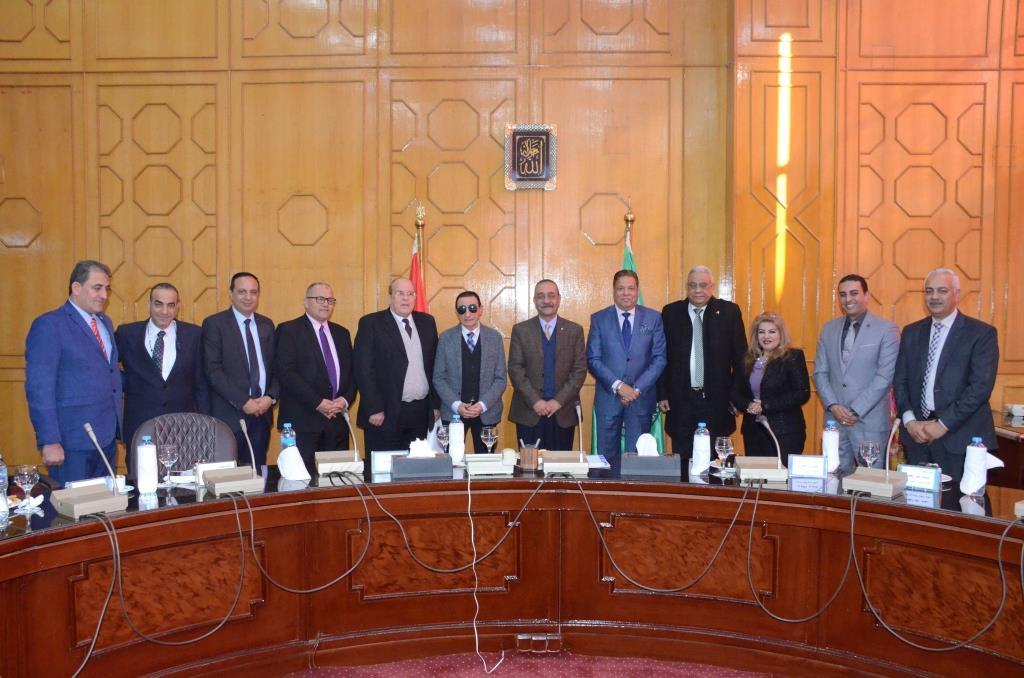 تدشين إطلاق اسم الدكتور عبد المنعم عمارة على قاعة المؤتمرات الكبرى بديوانعام محافظة الإسماعيلية (4)