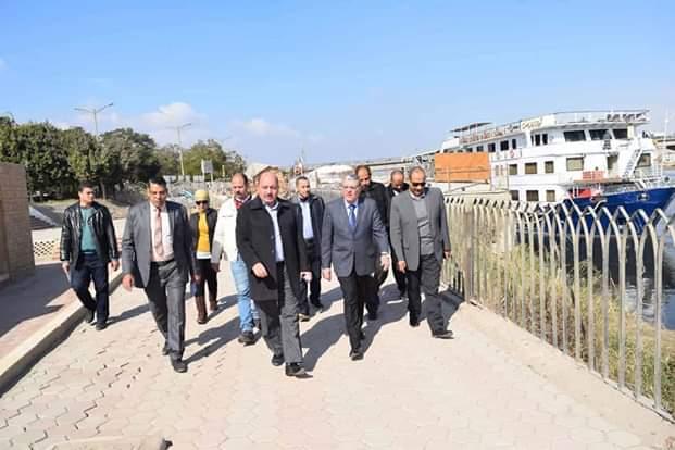 محافظ المنيا يتفقد أعمال تطوير كونيش النيل (4)