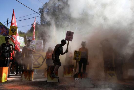 مسيرة الاحتجاجات ضد حرائق الغابات