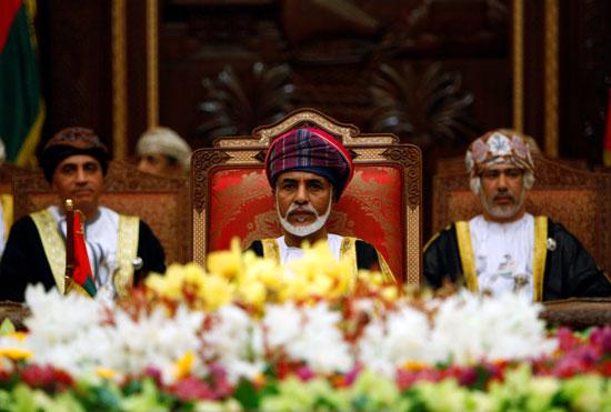 السلطان قابوس بن سعيد ، رئيس دولة عُمان ، يحضر افتتاح قمة مجلس التعاون الخليجي في مسقط (1)