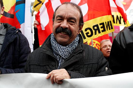 يشارك زعيم النقابة العمالية الفرنسية CGT ، فيليب مارتينيز ، يشارك في مظاهرة مع أعضاء النقابات العمالية والعمال الفرنسيين