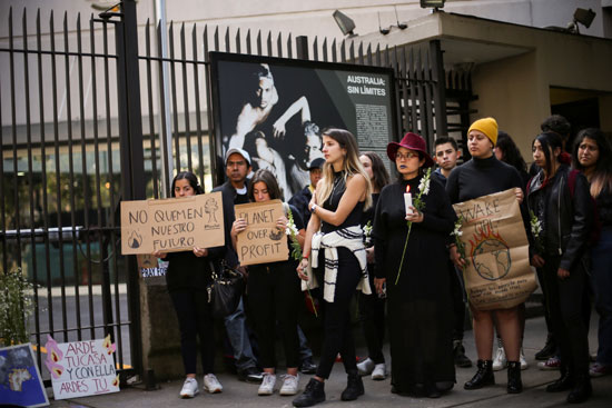 متظاهرون امام مقر السفارة الاسترالية