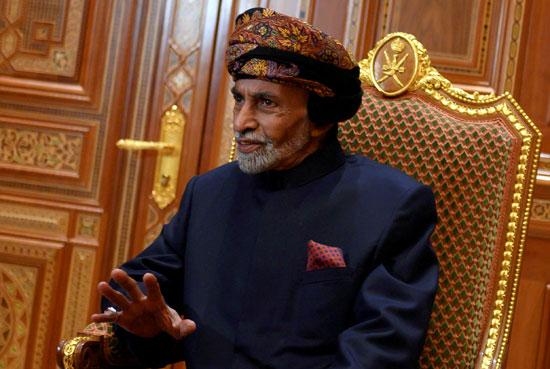 سلطان عمان قابوس بن سعيد آل سعيد في قصر بيت البركة الملكي في مسقط