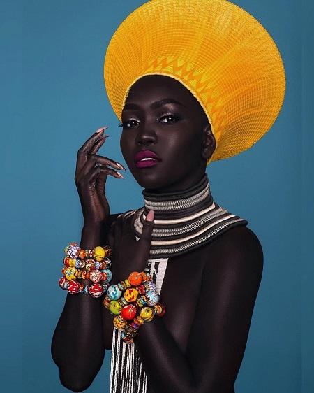 ملكة الظلام نياكيم جاتوش فى إطلالة أفريقية