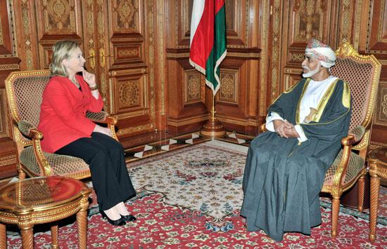 وزيرة الخارجية الأمريكية هيلاري كلينتون تلتقي بالسلطان قابوس بن سعيد في بيت البركة في مسقط