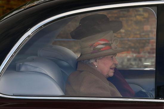 ملكة بريطانيا إليزابيث تصل إلى كنيسة القديسة مريم المجدلية فى مزرعة ساندرينجهام شرق إنجلترا
