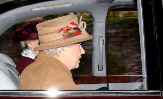 أفراد الأسرة المالكة يتوجهون لكينسة مريم