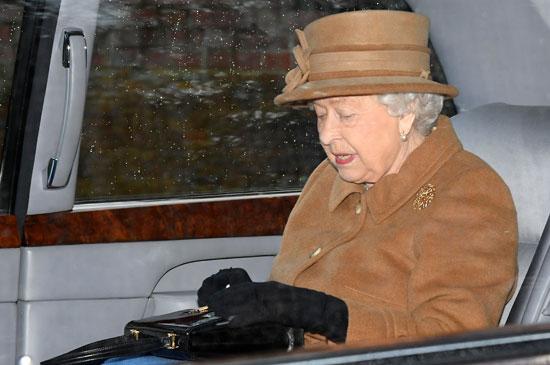 ملكة بريطانيا تغادر فى زيادرة غير معتادة لكنيسة مريم