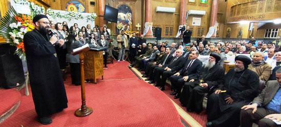 محافظ كفرالشيخ يشهد مراسم مئوية تأسيس كنيسة مار جرجس بدسوق (7)