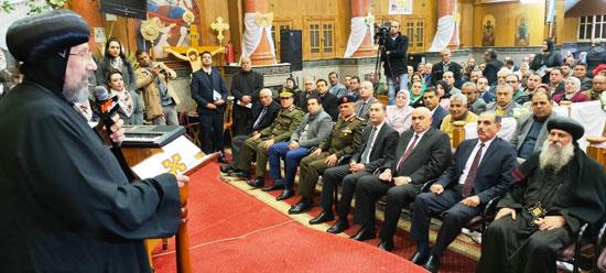 محافظ كفرالشيخ يشهد مراسم مئوية تأسيس كنيسة مار جرجس بدسوق (6)