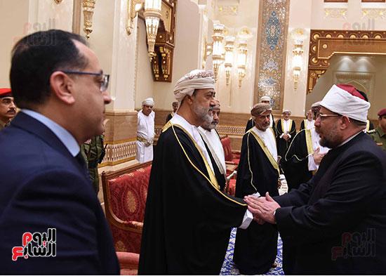 وزير الاوقاف يقدم واجب العزاء فى وفاة السلطان قابوس