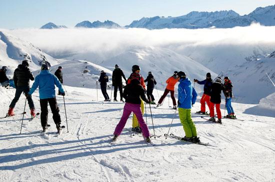 متزلجون على الجليد