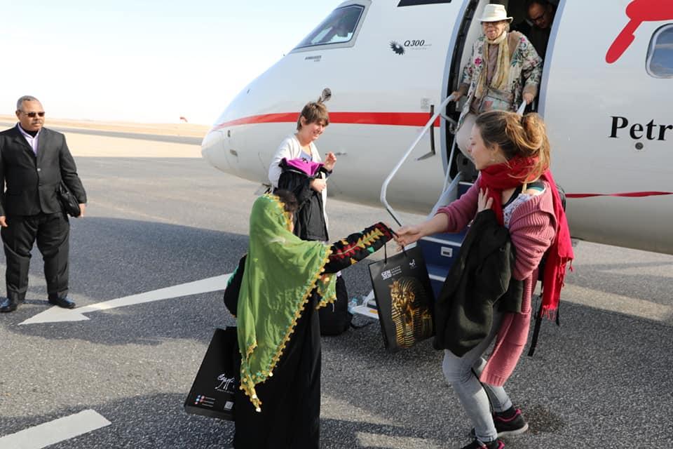استقبال الوفد فى مطار الخارجة