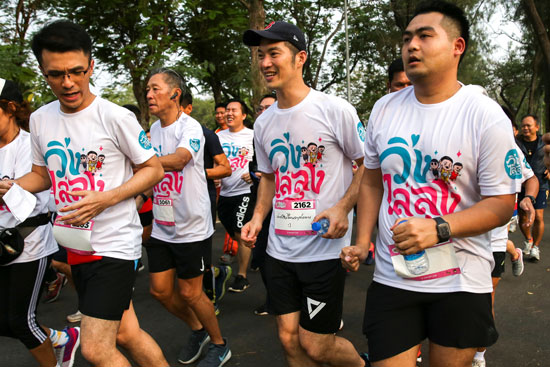 شباب-تايلاند-يشاركون-بالمهرجان