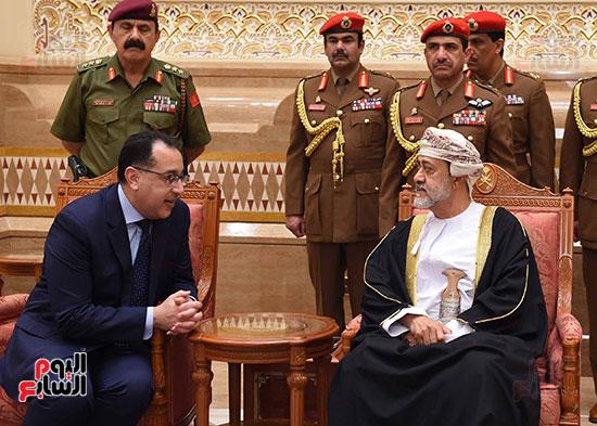 رئيس الوزراء وسلطان عمان الجديد