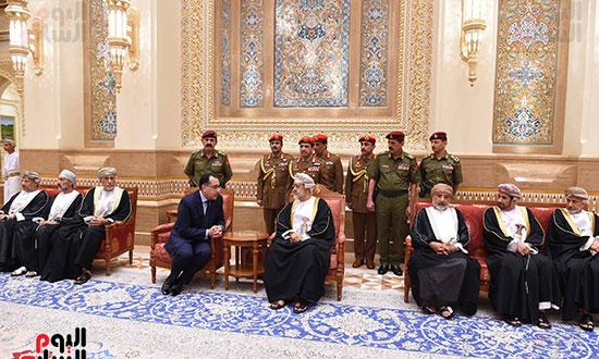 رئيس الوزراء يشيد بمواقف السلطان قابوس