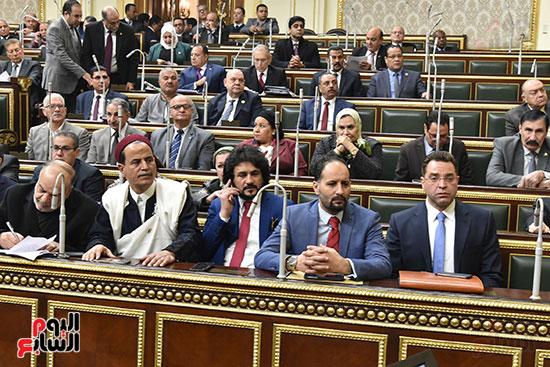 نواب البرلمان خلال الجليه