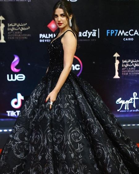 فستان أسود منقوش