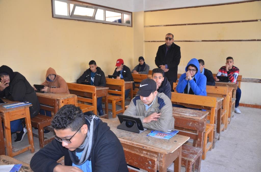محافظ الإسماعيلية يتفقد امتحانات الصف الأول والثانى الثانوى (13)