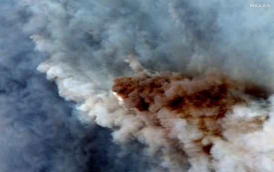 الدخان الكثيف جراء حرائق الغابات