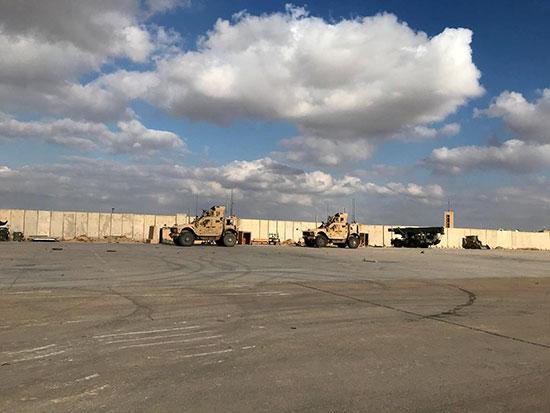 مركبات عسكرية للجنود الأمريكيين فى قاعدة عين الأسد الجوية