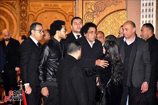 منير فى عزاء زوج شقيقته