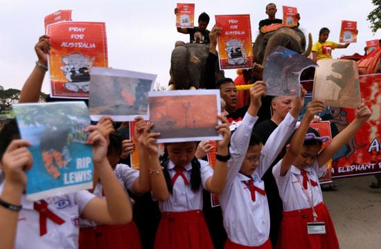 أطفال-مدارس-تايلانديين-يشاركون-فى-المسيرة