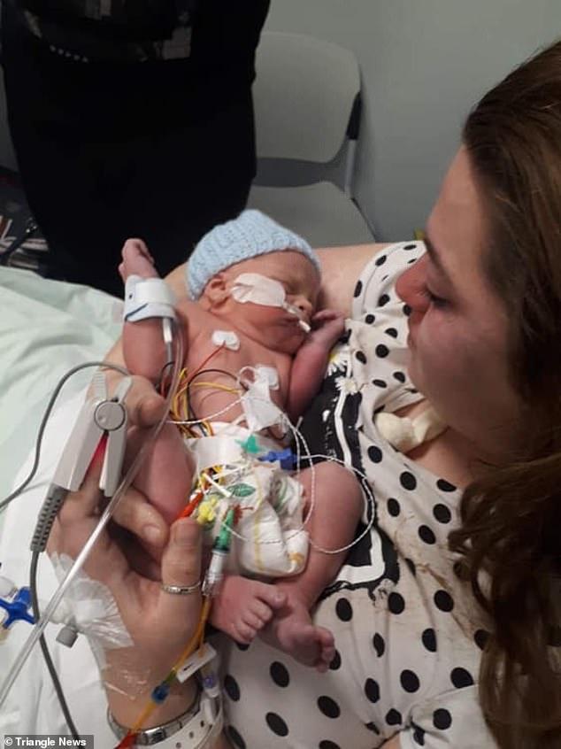 الطفل المولود بعد الجراحة