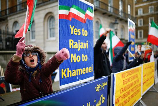دعم الاحتجاجات المستمرة المناهضة للنظام التي تحدث فى إيران