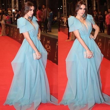 فستان أزرق فاتح