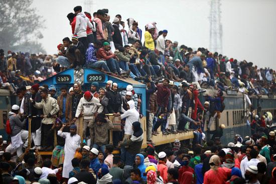 آلاف المصلين يغادرون التجمع الدينى