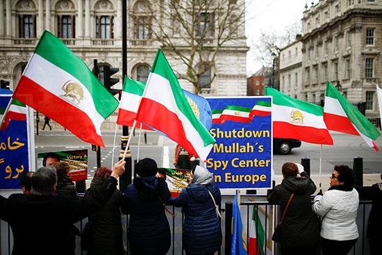 المشاركون فى المظاهرة بلندن