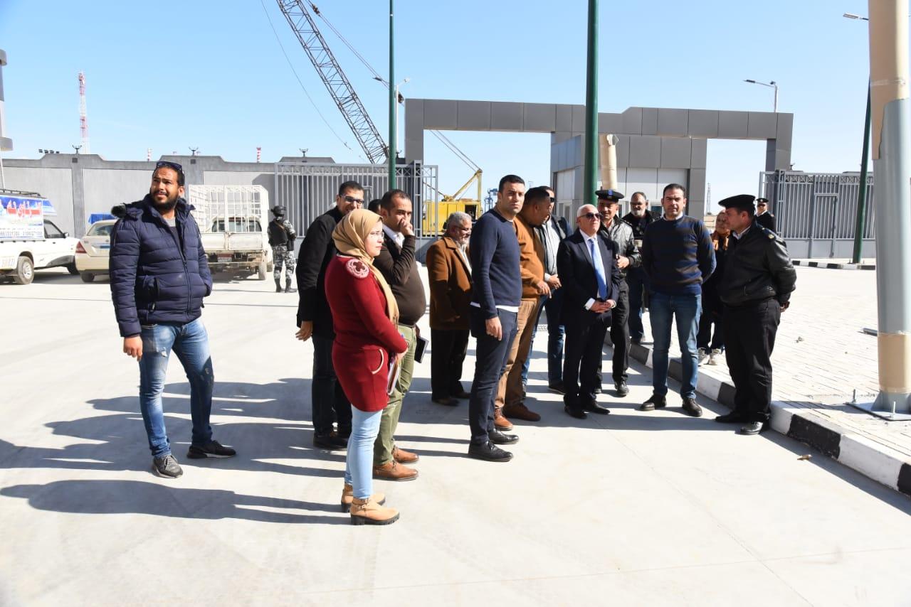 محافظ بورسعيد يشيد بمستوي وحدة تراخيص الملاكي  بمنطقة  الإسراء بحي الضواحي (3)