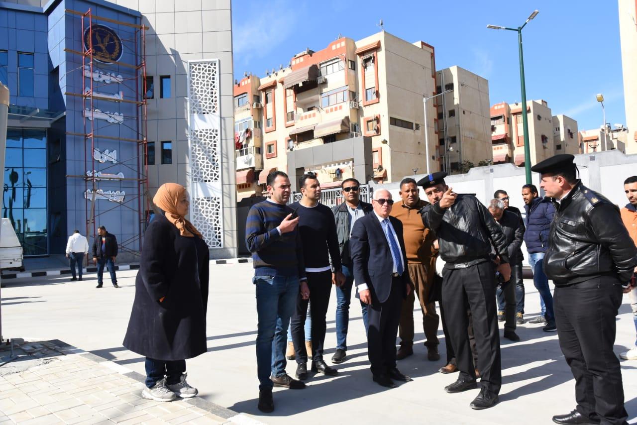محافظ بورسعيد يشيد بمستوي وحدة تراخيص الملاكي  بمنطقة  الإسراء بحي الضواحي (4)