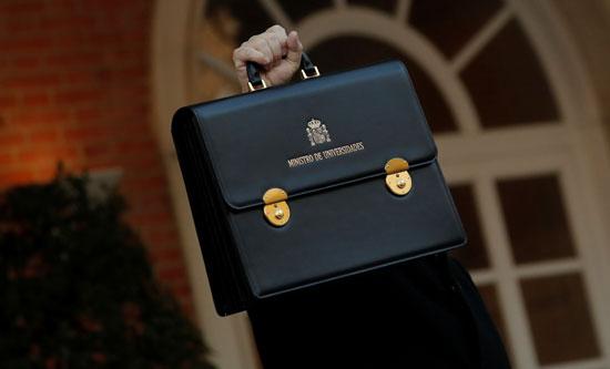 وزير-الجامعات-يرفع-حقيبته