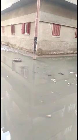 غرق شارع عبد العزيز قبالة بمياه الصرف الصحى (3)
