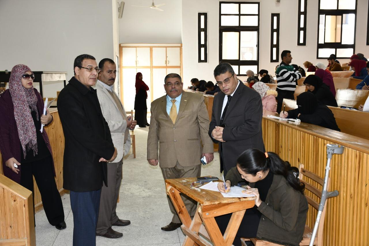 2- يتابع اللجنة الخاصة لإحدى الطالبات