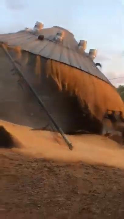 8 Veja o exato momento que silo se rompe no RS - YouTube (1)