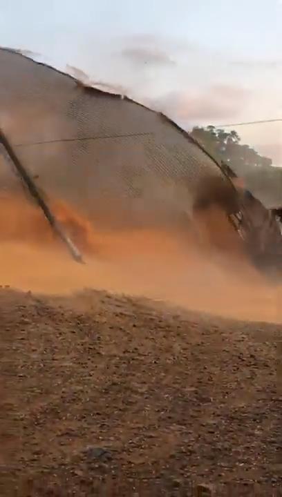 8 Veja o exato momento que silo se rompe no RS - YouTube (2)