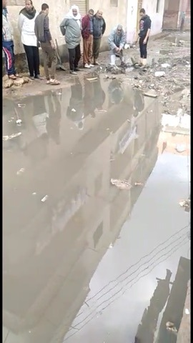 غرق شارع عبد العزيز قبالة بمياه الصرف الصحى (2)