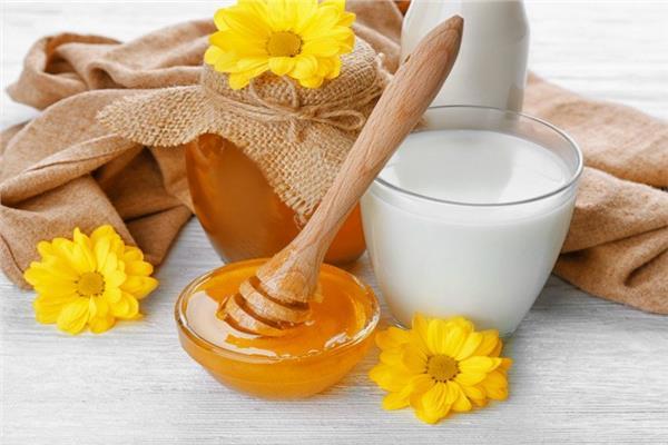 وصفات طبيعية من العسل والحليب