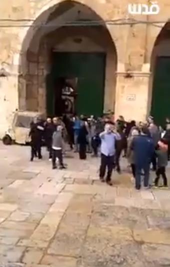 لحظة اقتحام المسجد الاقصى