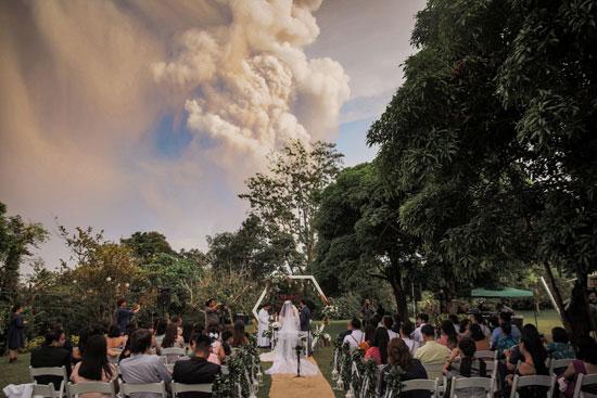 حفل-زواج-رغم-المخاوف-من-البركان