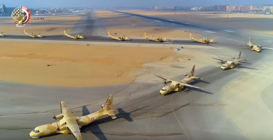 طائرات ناقلة بالجيش المصرى