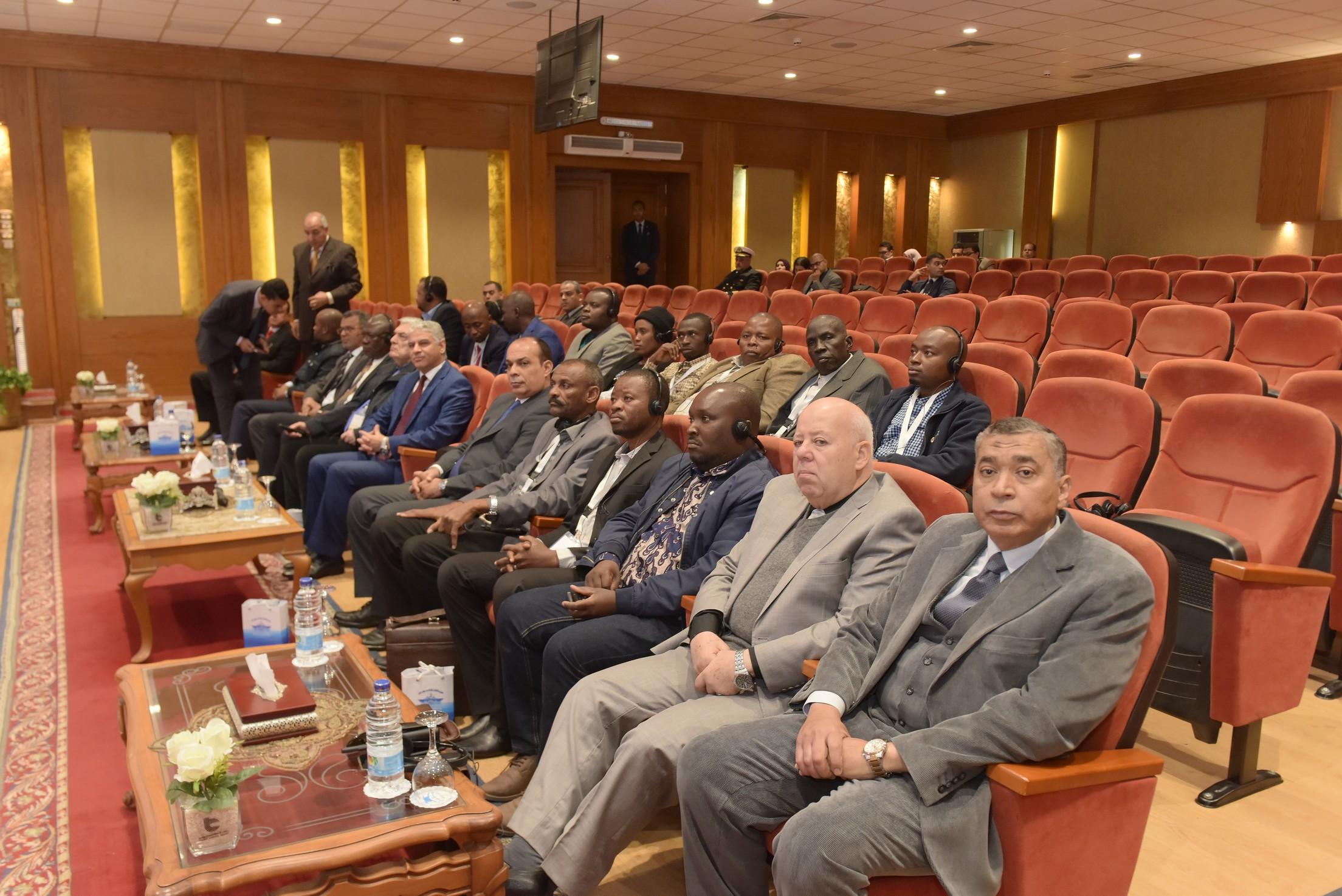 رئيس هيئة قناة السويس يستقبل وفد المشاركين في المنتدى الإفريقيالسادس  (5)