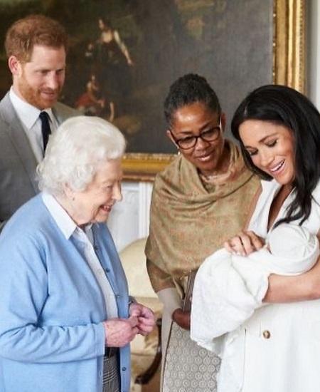 لحظة لقاء الملكة بارتشي