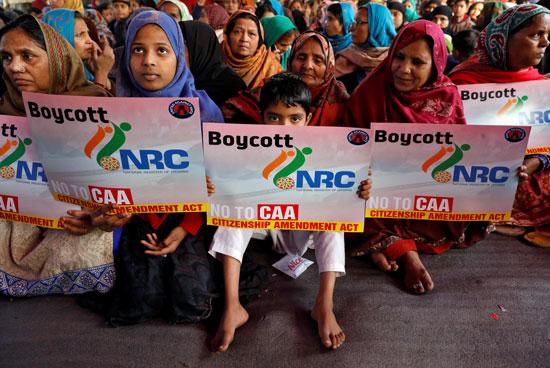 أطفال-يحملون-لافتات-استعدادا-لجولة-جديدة-من-المظاهرات