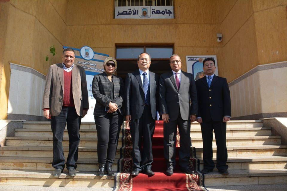 رئيس جامعة الأقصر يلتقى نائب السفير الصينى لبحث سبل التعاون (2)