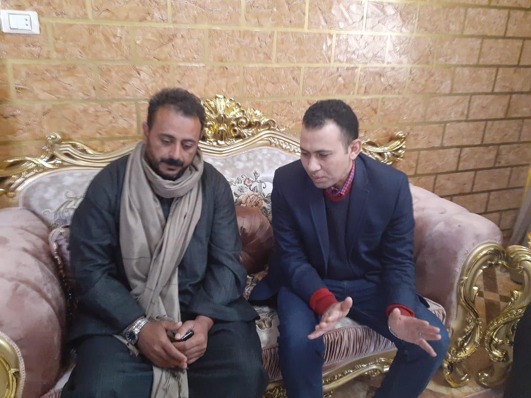 محرر اليوم السابع مع أحد أقارب شهيد الشهامة