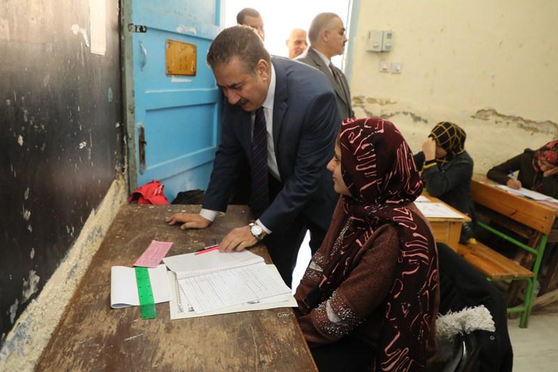 محافظ المنوفية يتفقد عددا من لجان امتحانات الشهادة الإعدادية (1)